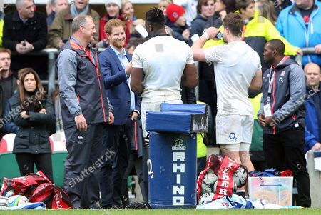 Prince Harry chats with Maro Itoje & Jack Clifford with Richard Hill (L)