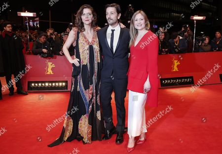 Jury member US actress Maggie Gyllenhaal (L), Mexican actor Diego Luna and Jury member German actress Julia Jentsch (R) arrive for the Closing and Awards Ceremony of the 67th annual Berlin Film Festival, in Berlin, Germany, 18 February 2017. The Berlinale runs from 09 to 19 February.