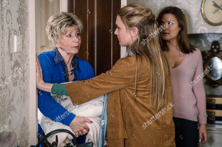 Chrissie White, as played by Louise Marwood, confides in Rebecca White, as played by Emily Head, about what happened with Ronnie, as played by John McArdle. Meanwhile, Diane Sugden, as played by Elizabeth Estensen, has suspicions about who is actually staying in the B & B. (Ep 7764 - Fri 3 Mar 2017)