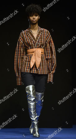 A model presents a creation of the Osman label by British designer Osman Yousefzada during the London Fashion Week in London, Britain, 20 February 2017. The Fall/Winter 2017 collections are presented from 17 to 21 February.