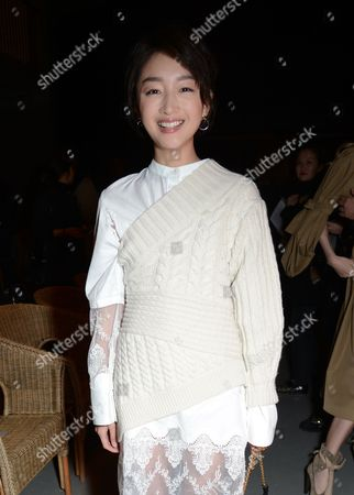 Zhou Dongyu in the front row