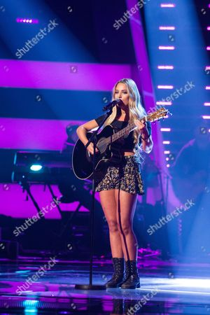 'The Voice UK' (Ep7) - Abi Phillips performs Girl Crush by Little Big Town.