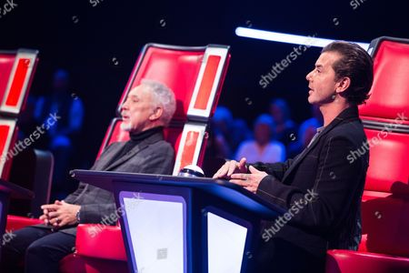 'The Voice UK' (Ep7) - Ruth Lockwood performs Toxic by Britney Spears. Gavin Rossdale turns and is her coach.