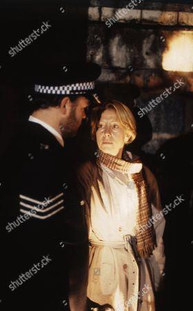 Rod Arthur (as Sgt. Tomlins) and Helen Mirren (as DCI Jane Tennison)