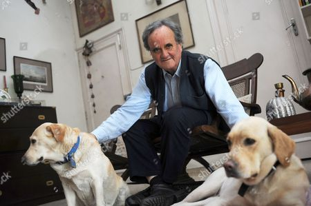 Sir Mark Tully and his labradors Soni and Mishti.
