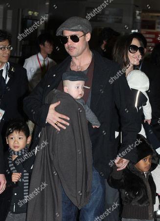 Angelina Jolie with daughters Viviene Marcheline Jolie-Pitt, Shiloh Jolie-Pitt and Maddox Chivan Thornton Jolie-Pitt and Brad Pitt with Knox Leon Jolie-Pitt and Zahara Jolie-Pitt