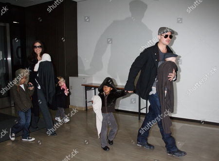 Angelina Jolie with Viviene Marcheline Jolie-Pitt, Shiloh Jolie-Pitt and Maddox Chivan Jolie-Pitt Brad Pitt with Knox Leon Jolie-Pitt and Zahara Jolie-Pitt
