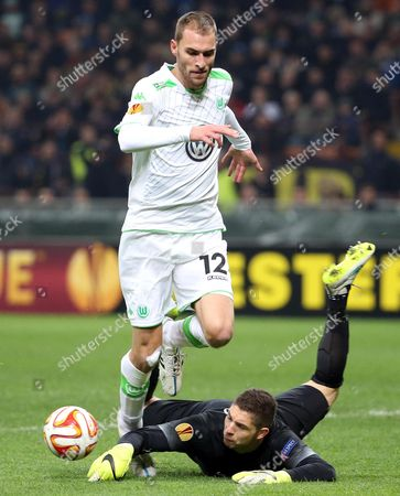 Fc Inter Goalkeeper Juan Pablo Carrizo Challenges For the Ball with Vfl Wolfsburg Forward Bas Dost During the Uefa Europa League Round of 16 Second Leg Soccer Match Between Inter Fc and Vfl Wolfsburg at Giuseppe Meazza Stadium in Milan Italy 19 March 2015