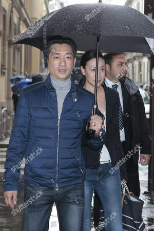 Thai Businessman Bee Taechaubol Walks with His Wife in Milan Center Streets Milan Italy 27 April 2015 Thailand Property Tycoon Bee Taechaubol is Being Linked with Investment in Italian Soccer Side Ac Milan