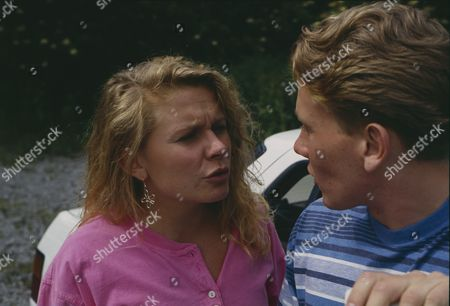 Glenda McKay (as Rachel Hughes) and Craig McKay (as Mark Hughes) speculate over the friendship between Zoe and Richard (Ep 1792 - 19th August 1993)