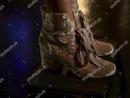 Model, shoe detail