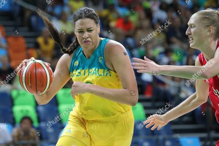 Elizabeth Cambage (l) of Australia Competes For the Ball During Women's Quarterfinal Basketball Game of the Rio 2016 Olympic Games at the Carioca Arena 1 in the Olympic Park in Rio De Janeiro Brazil 16 August 2016 Brazil Rio De Janeiro
