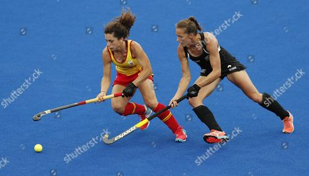 Spain's Georgina Oliva (l) and New Zealand's Petrea Webster in Action During Their Rio 2016 Olympic Games Women's Field Hockey Match at the Olympic Hockey Centre in Rio De Janeiro Brazil 10 August 2016 Brazil Rio De Janeiro