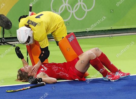 Great Britain Goalkeeper Maddie Hinch (t) Checks on Teammate Crista Cullen After She was Injured in the Head As They Played New Zealand During Their Rio 2016 Olympic Games Women's Semifinal at the Olympic Hockey Centre in Rio De Janeiro Brazil 17 August 2016 Brazil Rio De Janeiro