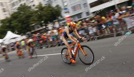 Gwen Jorgensen of the United States Rides During the Bicycle Part in the Womens Triathlon at Fort Copacabana in Rio De Janeiro Brazil 20 August 2016 the Rio 2016 Olympic Games Take Place From 06 to 21 August Brazil Rio De Janeiro