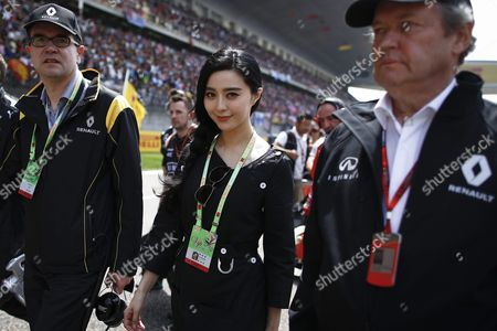Chinese Actress and Pop Singer Fan Bing Bing (c) Walks on the Track Before the Start of the Chinese Formula One Grand Prix at the Shanghai International Circuit in Shanghai China 17 April 2016 Fan Bing Bing is a Spokeswoman For the New Chinese Produced Renault Suv Kadjar According to Reports From Local Media China Shanghai