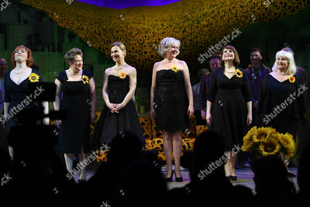 Sophie-Louise Dann, Claire Machin, Joanna Riding, Claire Moore and Debbie Chazan with Michele Dotrice