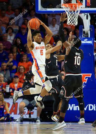 KeVaughn Allen, Sindarius Thornwell, Duane Notice Florida guard KeVaughn Allen (5) passes around South Carolina guard Sindarius Thornwell (0) and guard Duane Notice (10) during the second half of an NCAA college basketball game, in Gainesville, Fla. Florida won 81-66