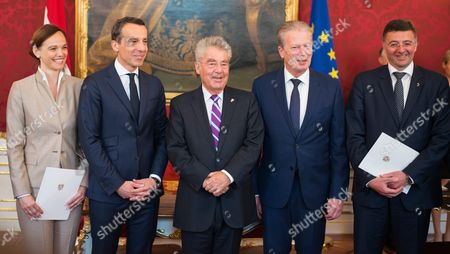 (l-r) Minister For Education and Former Rector of Vienna's University of Veterinary Medicine Sonja Hammerschmid Chancellor Christian Kern President Heinz Fischer Vice Chancellor Reinhold Mitterlehner and Minister For Transport Innovation and Technology Joerg Leichtfried During the Inauguration at the Presidential Office in Vienna Austria on 18 May 2016 Austria Vienna