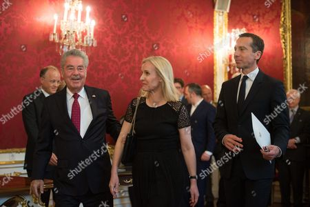 Austrian Chancellor Christian Kern (r) His Wife Eveline Steinberger Kern (c) and Austrian President Heinz Fischer (l) During Kern's Inauguration in Vienna Austria 17 May 2016 Christian Kern Has Repleced Former Austrian Chancellor Werner Faymann Austria Vienna