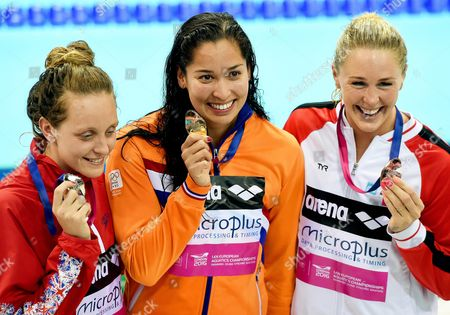 Ranomi Kromowidjojo (c) of the Netherlands Poses with Her Gold Medal After Winning the Women's 50m Freestyle Final at the Len European Aquatics Championships 2016 in London Britain 22 May 2016 Kromowidjojo Won Ahead of Second Placed Francesca Halsall (l) of Britain and Bronze Medalist Jeanette Ottesen (r) of Denmark United Kingdom London
