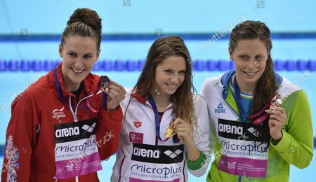 Gold Medal Winner Boglarka Kapas From Hungary (c) is Flanked by Silver Medalist Jazmin Carlin From Great Britain (l) and Bronze Medalist Tjasa Oder From Slovenia (r) As They Pose with Their Medals After the Women's 800 M Freestyle Final at the Len European Aquatics Championships 2016 in London Britain 19 May 2016 United Kingdom London