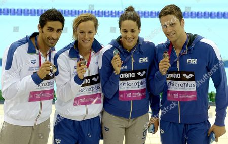 (l-r) Silver Medalists Team Italy Filippo Magnini Federica Pellegrini Erika Ferraioli and Luca Dotto Pose with Their Medals After the Mixed 4x100 M Freestyle Final at the Len European Aquatics Championships 2016 in London Britain 20 May 2016 United Kingdom London