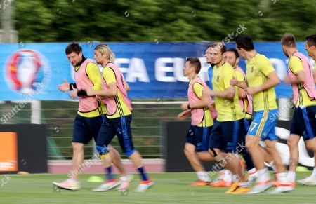 Stock Photo of Ukraine's Anatoliy Tymoshchuk (2nd L) During a Training Session at Complexe Sportif Carcassonne Aix-en-provence France 20 June 2016 Ukraine Will Face Poland in the Final Uefa Euro 2016 Group C Match at the Stade Velodrome in Marseille on 21 June France Aix-en-provence