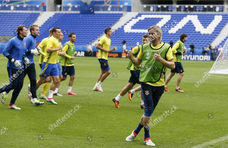 Ukrainian Player Anatoliy Tymoshchuk (r) and Teammates During a Training Session at Stade De Lyon in Lyon France 15 June 2016 Northern Ireland Will Face Ukraine in the Uefa Euro 2016 Group C Preliminary Round Soccer Match on 16 June 2016 (restrictions Apply: For Editorial News Reporting Purposes Only not Used For Commercial Or Marketing Purposes Without Prior Written Approval of Uefa Images Must Appear As Still Images and Must not Emulate Match Action Video Footage Photographs Published in Online Publications (whether Via the Internet Or Otherwise) Shall Have an Interval of at Least 20 Seconds Between the Posting ) France Lyon