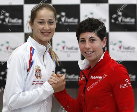 Bojana Jovanovski (l) of Serbia and Spain's Carla Suarez-navarro (r) Pose For Photographs Following the Draw Ceremony of the Tennis Fed Cup World Group Ii Tie Between Serbia and Spain in Kraljevo Serbia 05 February 2016 Serbia and Montenegro Kraljevo