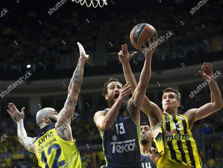 Real Madrid's Sergio Rodriguez (c) in Action Against Fenerbahce Players Pero Antic (l) and Bogdan Bogdanovic (r) During the Euroleague Playoff Basketball Match Between Fenerbahce Istanbul and Real Madrid in Istanbul Turkey 14 April 2016 Turkey Istanbul