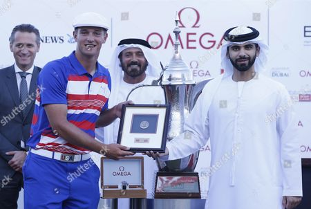 Stock Picture of Bryson Dechambeau of the Usa Receives the Amateur Award From Hh Sheikh Mansour Bin Mohammed Bin Rashid Al Maktoum (r) President of the Dubai International Marine Club After the Final Round of the Omega Dubai Desert Classic 2016 Golf Tournament at Emirates Golf Club in Dubai United Arab Emirates 07 February 2016 United Arab Emirates Dubai