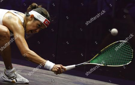 Nicol David of Malaysia in Action Against Raneem El-welily of Egypt During Their Women's Singles Semi Final Match at the Professional Squash Association (psa) World Series Finals in Dubai United Arab Emirates 27 May 2016 United Arab Emirates Dubai