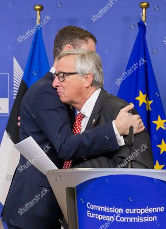 European Commission President Jean-claude Juncker (r) and Estonian Prime Minister Taavi Roivas (l) During a Press Conference After the Signature of the 'Balticconnector' Pipeline Project Agreement at Eu Commission Headquarters in Brussels Belgium 21 October 2016 Balticconnector is a 7 2 Mcm/day Bi-directional Offshore Gas Transmission Pipeline Between Estonia and Finland Belgium Brussels