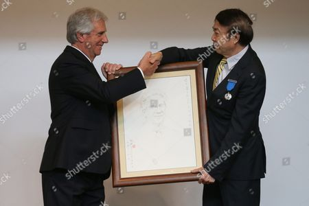 Uruguayan President Tabare Vazquez (l) Receives a Portrait From Chinese Artist Yuan Xikun (r) who Built the Bust of Jose Gervasio Artigas During a Medal Ceremony at Chaoyang Park in Beijing China 13 October 2016 the Uruguayan Leader is on an Official Visit to China to Boost Bilateral Ties From 12 to 20 October 2016 China Beijing