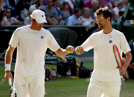 Jonathan Erlich (l) of Israel and Philipp Petzschner (r) of Germany in Action Against Jamie Murray of Britain and John Peers of Australia During Their Men's Doubles Semi Final Match For the Wimbledon Championships at the All England Lawn Tennis Club in London Britain 09 July 2015 United Kingdom Wimbledon