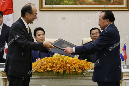 Japanese Ambassador to Cambodia Yuji Kumamaru (l) Exchanges Documents with Cambodian Deputy Prime Minister and Foreign Minister Hor Namhong (r) As Japanese Deputy Minister of Foreign Affairs Masakazu Hamachi (2-l) and Cambodian Prime Minister Hun Sen (2-r) Look on During a Signing Ceremony at the Peace Palace in Phnom Penh Cambodia 21 March 2016 the Government of Japan Granted 4 715 Million Yen (about 37 Million Euro) in Aid to Cambodia For Two Development Projects Cambodia Phnom Penh
