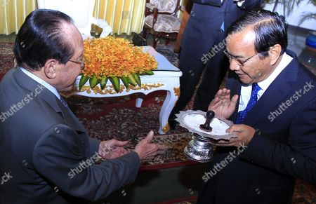 Newly Selected Cambodian Foreign Minister Prak Sokhon (r) Receives a Gift From Former Foreign Minister Hor Namhong (l) During a Ceremony at the Ministry of Foreign Affairs and International Cooperation in Phnom Penh Cambodia 05 April 2016 Prak Sokhon was Chosen As the New Cambodian Minister of Foreign Affairs and International Cooperation in a Reshuffling of the Cambodian Government Cambodia Phnom Penh