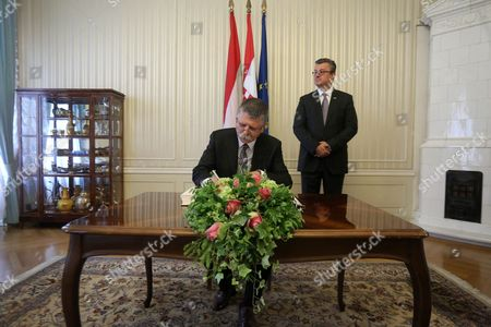 Prime Minister of Croatia Tihomir Oreskovic (r) Waits While Hungarian Parliament Speaker Laszlo Kover Signs a Book During Their Meeting at the Parliament Building in Zagreb Croatia 02 June 2016 Croatia Zagreb