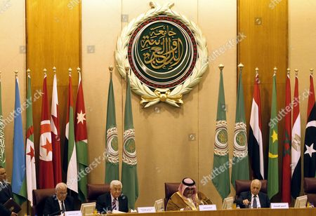 (l-r) Palestinian Negotiator Saeb Erekat President Mahmoud Abbas of the Palestinian Authority Secretary General of the Arab League Nabil Al-arabi Bahraini Foreign Minister Sheikh Khaled Bin Ahmed Al-khalifa Attend the Arab Foreign Ministers Extraordinary Meeting Held at the League's Headquarters in Cairo Egypt 28 May 2016 Abbas Discussed the Upcoming Palestinian-israeli Peace Negotiations That Will Be Held in Paris on 03 June 2016 Egypt Cairo