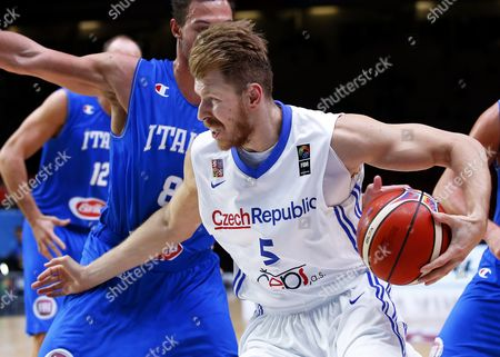 Czech Republic's Patrik Auda (r) in Action Against Italy's Danilo Gallinari (l) During the Eurobasket 2015 Olympic Qualifying Playoff Match Between the Czech Republic and Italy at the Pierre Mauroy Stadium in Lille France 17 September 2015 France Lille