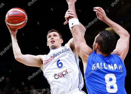 Czech Republic's Pavel Pumprla (l) in Action Against Italy's Danilo Gallinari (r) During the Eurobasket 2015 Olympic Qualifying Playoff Match Between the Czech Republic and Italy at the Pierre Mauroy Stadium in Lille France 17 September 2015 France Lille