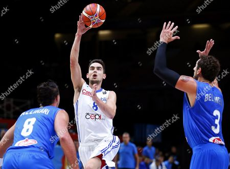 Czech Republic's Tomas Satoransky (c) in Action Against Italian Players Danilo Gallinari (l) and Marco Belinelli (r) During the Eurobasket 2015 Olympic Qualifying Playoff Match Between the Czech Republic and Italy at the Pierre Mauroy Stadium in Lille France 17 September 2015 France Lille