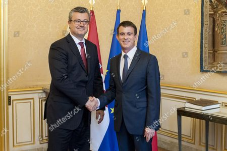 French Prime Minister Manuel Valls (r) and Croatian Prime Minister Tihomir Oreskovic (l) Pose For Photographs Before Their Meeting at the Matignon Palace in Paris France 30 May 2016 France Paris