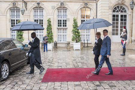 French Prime Minister Manuel Valls (r) Arrives to Welcome Croatian Prime Minister Tihomir Oreskovic (not in Picture) Prior Their Meeting at the Matignon Palace in Paris France 30 May 2016 France Paris