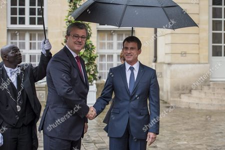 French Prime Minister Manuel Valls (r) and Croatian Prime Minister Tihomir Oreskovic (c) Pose For the Photographs to Prior Their Meeting at the Matignon Palace in Paris France 30 May 2016 France Paris