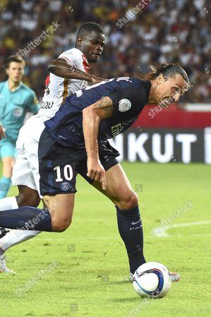 Zlatan Ibrahimovic of Paris Saint Germain (r) Dispute the Ball with Elderson Echiejile of As Monaco (l) During the French Ligue 1 Soccer Match As Monaco Vs Psg at the Louis Ii Stadium Monaco 30 August 2015 Monaco Monaco