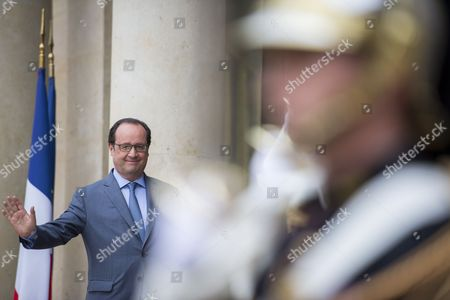 French President Francois Hollande (r) Waves to Ukrainian President Petro Porochenko (not Pictured) As He Departs Their Meeting at the Elysee Palace in Paris France 21 June 2016 Petro Porochenko is on an One Day Working Visit to the French Capital France Paris