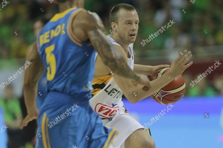 Lukas Lekavicius (r) of Lithuania and Jerome Randle of Ukraine During the Eurobasket 2015 Match Between Lithuania and Ukraine in Riga Latvia 05 September 2015 Latvia Riga