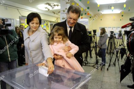 Leader of Lithuanian Social Democratic Party Lithuanian Prime Minister Algirdas Butkevicius (r) with Wife Janina and Granddaughter Kamilla at a Polling Station During Parliamentary Election in Vilnius Lithuania 9 October 2016 Lithuania Vilnius